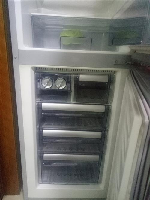 美菱八成新家用冰箱,日本三洋洗衣机,都没有修过,因家用容量太小换了新的,适合租房的朋友,冰箱洗衣都是...