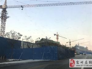 山东圣源房地产开发公司开发建设琉璃街项目没有取得正常的开发手续,但是该项目进度快的已经封顶,进度慢的