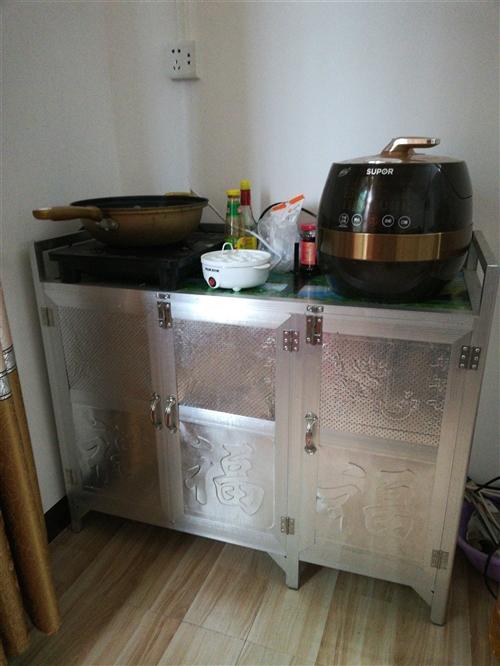 出售铝合金灶台柜(九成新)一个