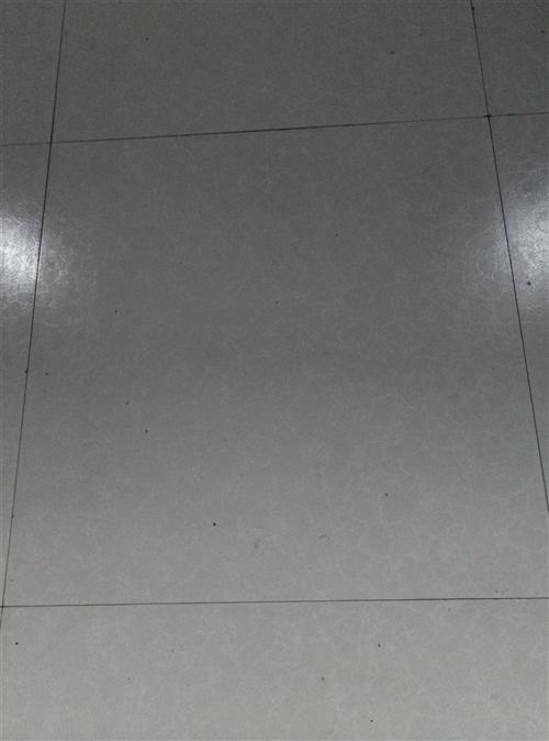 地板砖约200块,单价7元石棉瓦约100块单价8元 地址:宿州开发区王桥村 电话15212528...