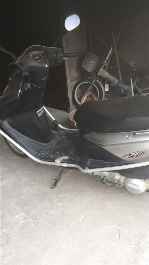 踏板摩托车125本田