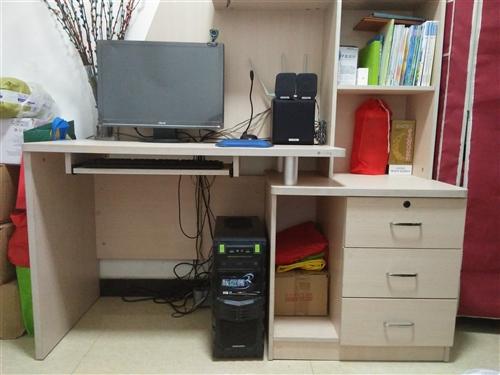 使用四年電腦書桌,無破損,八九成新。長145,高180,電腦桌與書架組合。因房屋改造,現出售。有意者...