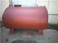 油罐有2、4、6、10、30吨的,解放车是前四后八一辆,前二后八一辆,翻斗车为10代688型号