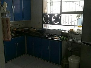 合江中学对面2室1厅1卫31.8万元