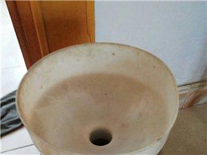 本人有磨浆机一台和保温桶一个对外出售。买来850现在330低价卖了需要打电话给我。