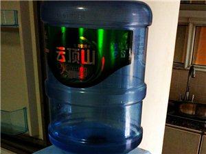 美的饮水机,九成新,150元包括赠送一个水桶