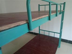 9.9成新上下铺床,200*90cm(长*宽),包含床板。有需者请联系!地址:爱华东路(155959...