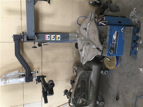 8成新 扒胎机(带辅助臂) 动平衡机 3D四轮定位仪 低价出售 另有附赠