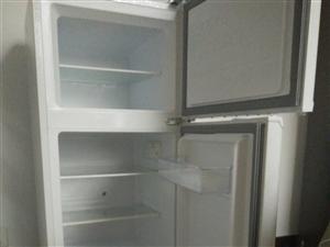 出售TCL王牌冰箱,小冰箱,适合1-2个人用,9成新,我只用了半年,诚意转让,350即可