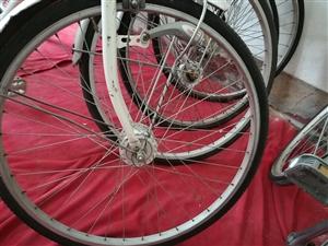 由于已经把房子卖了,紧急处理一批日本二手,内变三速自行车。两种,有车筐无铃铛的,处理价500元。 ...