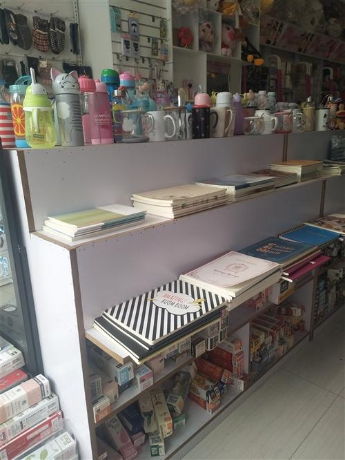 货架,货柜低价处理,有陈列文具的中间柜,也有陈列饰品,文具的靠墙货架