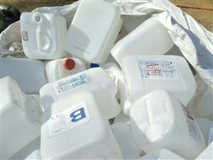 高价收购白色塑料桶 透析桶,尾气处理液桶,酱油桶,水桶等电话18369763887