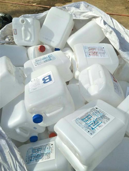 高價收購白色塑料桶 透析桶,尾氣處理液桶,醬油桶,水桶等電話18369763887