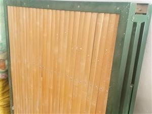 两折折叠竹床,9成新,铁架,能承重,家中闲置,出售120元