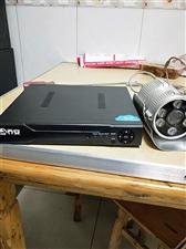 出售监控器一套,三个摄像头,成色新,17寸液晶显示器,全套出售,录像机带网络功能可以下载手机APP在...