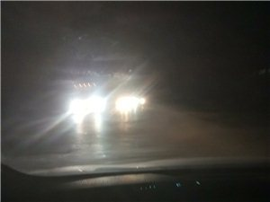 大车加远光灯,安全没保障!