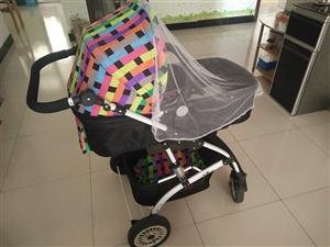 出售婴幼儿手推车,上下两层,可躺可坐,可折叠,是宝妈们出门的好搭档。