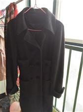 黑色呢大衣,九成新,品牌女装,非诚勿扰。L号,适合150----160身高。