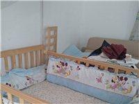 双胞胎婴儿床,九成新,摇啊摇牌子的,质量很好