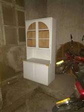 老式实木椅子.新的.45一把.有六把 书柜一米七高九十宽 45元 饭桌60*60厘米高一米多吧....