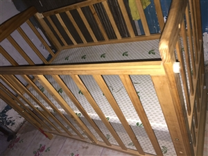 九成新婴儿床