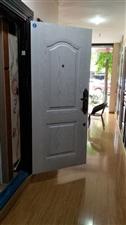 金大防盗门,外右开,产自浙江的高端锌合金防盗门。因已经购买物管不允许外开安装,现低价转让。