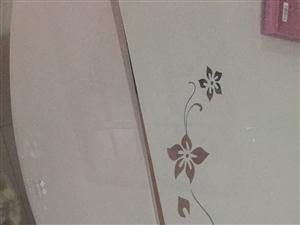 二手不锈钢玻璃餐桌出售,带4把软包椅子,可以折叠称圆桌,原价2000多现在低价处理!