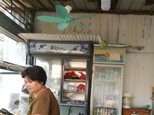 ?因朋友要回大陆了,现帮朋友转让儋州那大市区内(那大第三小学附近)的一间小型铺面或转卖餐具,冰箱,筷...