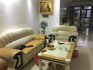 掌上明珠家具,真皮沙发三组(分别是一人座、两人座、三人座)以及掌上明珠茶几,沙发无明显划痕,养护的比...