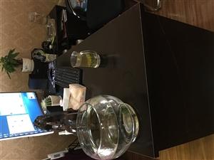 出绡二手办公电脑桌,新买的不到一个星期。因觉得太小了,低价转让。150元自提。长1.6米,宽60厘米...