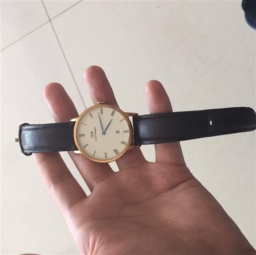 丹尼爾惠靈頓手表,戴了一年多低價處理一點毛病沒有,絕對正品誠信的聯系。手表回收的也可聯系我低價處理
