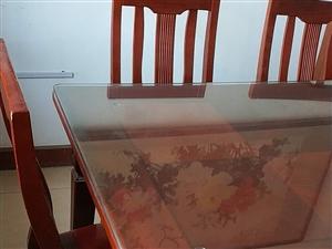 楸木餐桌,楸木餐桌,135乘85,六把椅子,九成新,1200元!實木,結實耐用。