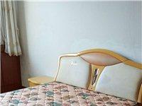 因搬家双人床,2米×1.5米,带床垫,500元!两个床头柜