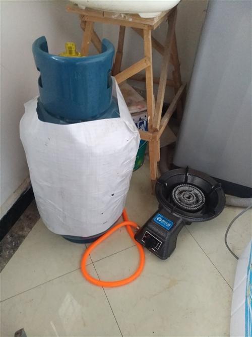 一坛液化气加液化气灶具,腊月27下午买回来地,就炒了一次菜,腊月28天然气来了就再没用过。新罐子加气...