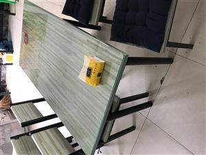 出售店内物品,保证9.9重新……桌子一套200元,共八套!保鲜柜800元!125L容量冰箱650元!...