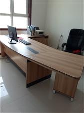 由于办公室搬迁,办公家具处理了,九成新,想要的可以联系,价格面议