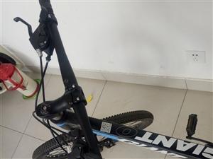 全新自行车一辆,给孩子买的,太大了,孩子够不着,刚开包装没骑过,给钱就卖!