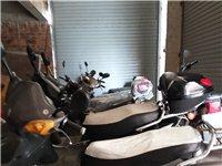 两辆二手电动车800.一辆全新的电动车安溪价3500卖3000。还有摩托车头盔,雨衣款式任选,价格实...