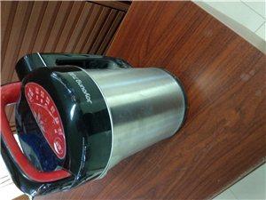 出售全新九阳豆乳机,帮他人代买的,他人不要了,放在家里不断没用,包装保修卡完全,买的时分花了249