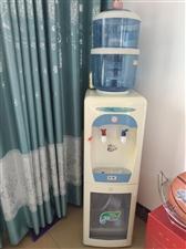 立体式饮水机带消毒柜,净化桶,一起出售100元。电话,13597899949