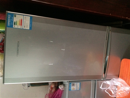 新飞牌电冰箱,容量?#24067;?90L,目前因未知?#25910;?#19981;能制冷,?#27425;?#20462;。因已购买新冰箱,遂出售此台,有意者请...