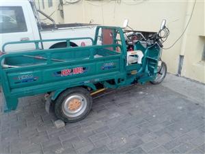 有一台电动三轮车低价出售