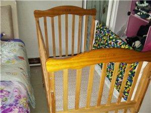 笑八喜高档婴儿床九成新,带摇篮床。买时五百多的