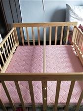 双胞胎婴儿床 规格尺寸:外径118×111cm内径114×106cm 两侧护栏可以侧翻与大床拼接...