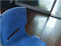 幼儿园用椅子,硬塑的很结实,成人坐上都没有事,还剩30左右把,都买价格可以商量,买的时候30元,现在...