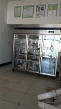 本人有一台二手商用冷藏柜出卖,商用带操作台的冷藏柜,炸鸡烤冷面用具出卖,价格面议,留的手机号是外地的...