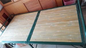 本人有个竹子面铁管单人床,长2米宽1米.九成新,需要的请联系我13109607757