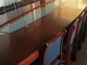 会议桌九成新,长5米,宽180米。价格面议 15339888661