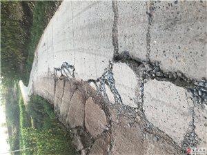 万寿镇乡村路损坏严重超载没人来管