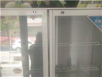 本人有一个立式冷柜和一个台式冷柜现低价出售 用的时间不长九成新 冷藏冷冻均可 有议者看东西面谈